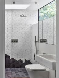 modernes weiß graues badezimmer mit bild kaufen