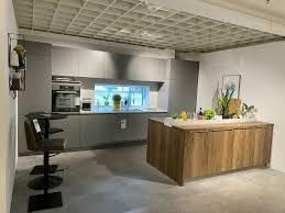 neue küche inkl inselkomponente und geräte zu verkaufen
