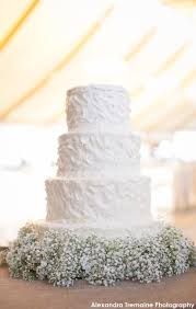 Such A Beautiful Simple Wedding Cake Cute Idea Using Baby Breath