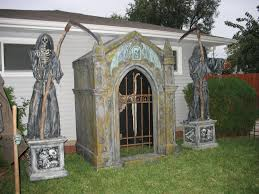 Diy Halloween Tombstones by How To Build A Halloween Cemetery Facade The Skull Mausoleum