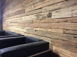 wandverkleidung altholz fichte gehackt wohnzimmer altholz