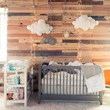 chambre bébé bois la chambre bébé lambris habillez vos murs de panneaux de bois