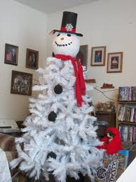 Frosty Snowman Christmas Tree Topper by 28 Snowman Christmas Trees Diy White Christmas Tree Snowman