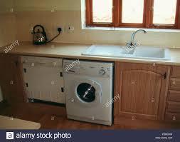 küchen wasserhahn stockfotos und bilder kaufen alamy