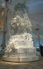 Here we will talk about the most expensive celebrity wedding cakes in the world Celebrities