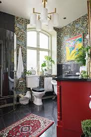 vintage badezimmer mit toilette vor bild kaufen