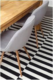 neue stühle für das esszimmer und ein ikea stockholm teppich