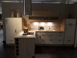 laser und 2 farbige küche mit halbinsel