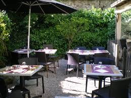 un café restaurant avec terrasse et jardin à nantes restaurant