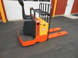 Riding Floor Scrubber Training by Industrial Sweepers U0026 Scrubbers Chicagoland Illinois New Used