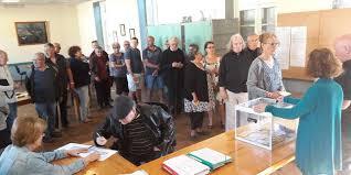 tenir un bureau de vote présidentielle beaucoup de monde dans les bureaux de vote du sud
