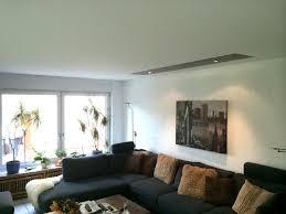 wohnzimmer spanndecke weiss matt mit intarsie lack braun und