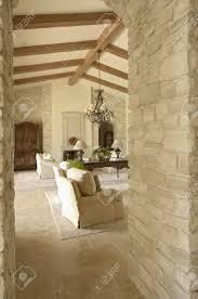 blick in ein wohnzimmer mit möbeln und holzbalken