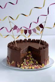 besonders schokoladige brownietorte mit bunter überraschung