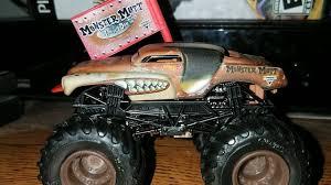 Hot Wheels Monster Jam ~ Junkyard Dog Unboxing!