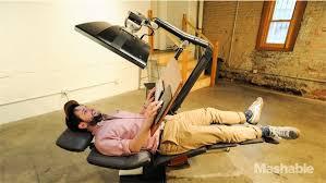 travail en bureau un bureau permet enfin de travailler allongé macgeneration