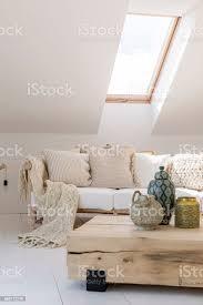 gold laterne im wohnzimmer stockfoto und mehr bilder accessoires