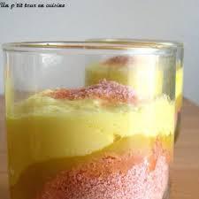 dessert a base de compote de pommes verrines à la compote de pommes fromage blanc aux biscuits roses