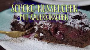 schoko nusskuchen mit sauerkirschen erfrischend lecker