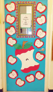 Winter Themed Classroom Door Decorations by Best 25 Fall Classroom Door Ideas On Pinterest Fall Classroom