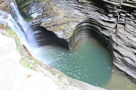 Natural heart shaped pool in the gorge Picture of Hudson Manor