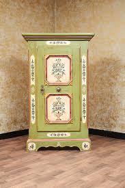 voglauer anno 1700 grün bemalt bauernschrank 1 türig