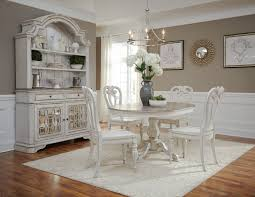 Magnolia Manor 60 Pedestal Table 4 Side Chairs