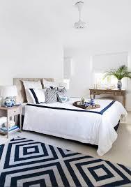 helles schlafzimmer mit doppelbett und bild kaufen