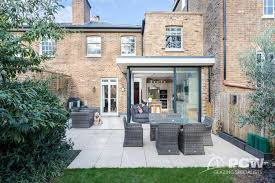 100 Victorian Property PCW Opens The Corner Of Kitchen Extension With Slim