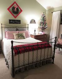 08 Cozy Christmas Bedroom Decor Ideas
