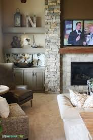 ein seitlicher blick steinwand wohnzimmer fernseher und