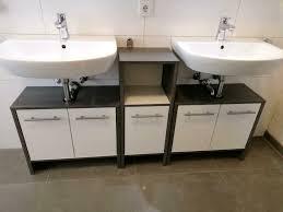 bad badezimmer schrank waschbecken unterschrank holz grau weiss