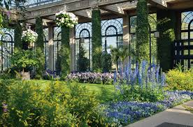 Book Gardens and Estates of the Brandywine Valley Tours