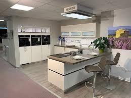 bauformat musterküche wohnraum küche mit quarzstein