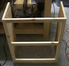 free wood working plan for small bookshelf that can be built by a