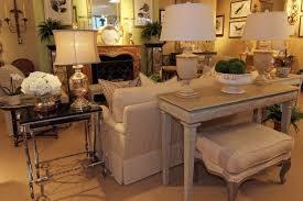 canapé style ée 50 table console adossée au canapé de salon plus de 50 idées