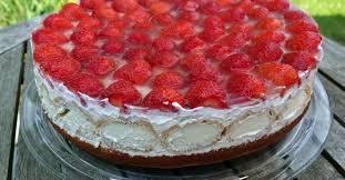 erdbeer holunderblüten windbeutel torte