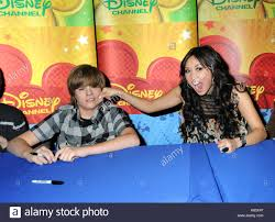 dylan sprouse and brenda song cast of the suite life on deck
