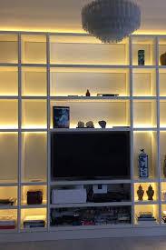 led lichtband als ambiente beleuchtung in regalen schränken