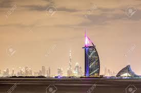 100 Burj Al Arab Plans DUBAI 18 Dcembre Skyline De Duba La Nuit Avec Al Au Premier Plan 18 Dcembre 2014 Duba Emirats Es Unis