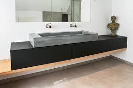 beton waschbecken xl auf schwebendem waschtisch aus holz und