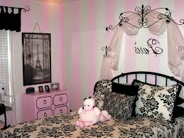 Paris Bedroom Decor Ideas With Pink And White Wall Wallpaper