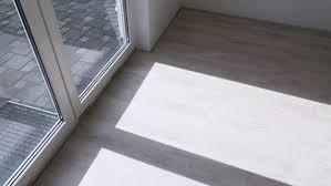 vinylboden dehnungsfuge worauf ist zu achten planeo