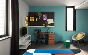 bureau coloré hôtel à la décoration graphique et colorée