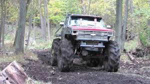 Big Trucks Mud Bogging