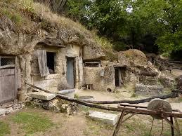 la vallée troglodytique des goupillieres site touristique azay
