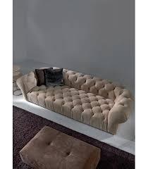 type de canapé le chesterfield capitonné est un type de canapé réputé pour