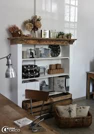 les de bureau anciennes l ancienne cheminée de la cuisine se métamorphose en étagère
