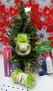 Whoville Christmas Tree by Best 20 Grinch Ornaments Ideas On Pinterest Grinch Christmas