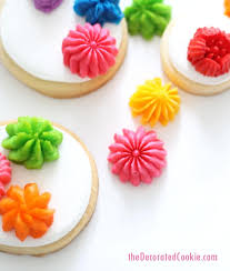 How To Use Flower Decorating Tips For Cakes Cookies Or Cupcakes